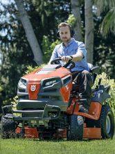 Fűnyíró traktorok